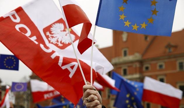 AB, Polonya'yı oy hakkından mahrum bırakabilir
