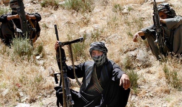 Afganistan'da Taliban, askeri kampa saldırdı