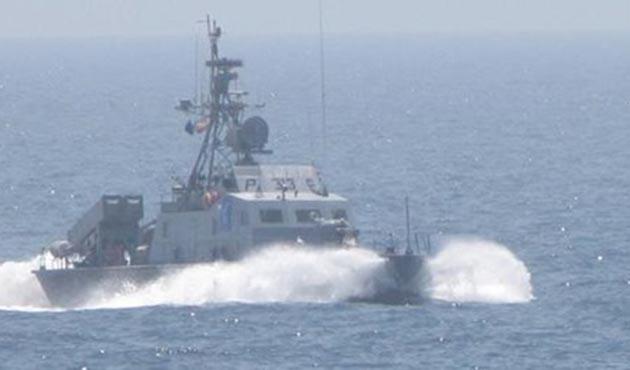 Basra Körfezi'nde İran teknelerine ABD donanmasından ateş