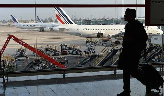 Fransa, Venezuela'ya uçuşları askıya aldı