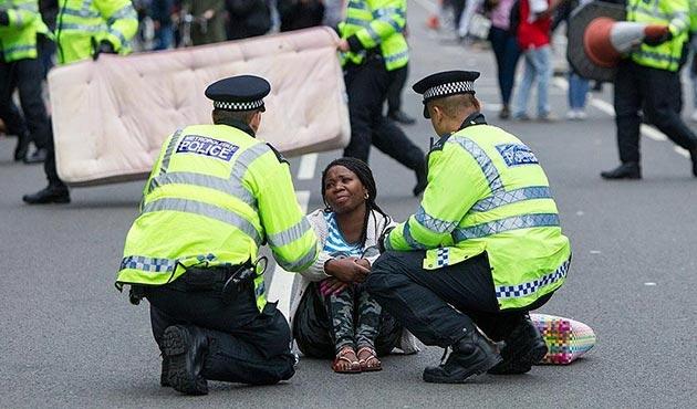 Londra'da gergin protesto | FOTO