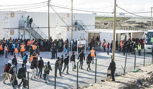 Calais'deki sığınmacılara su ve duş imkanı