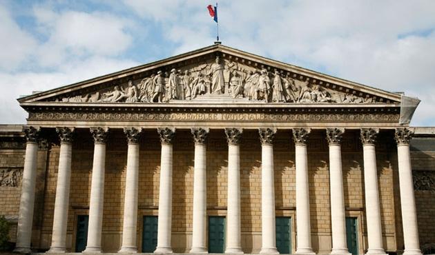 Fransa'da milletvekillerine yakınlarını çalıştırma yasağı