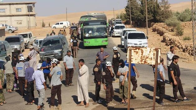 Heyet Tahrir Şam üyeleri ve Suriyeli sığınmacıları taşıyan ilk kafile İdlib'de