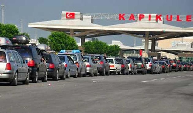 Bulgaristan'a açılan sınır kapılarında çile devam ediyor