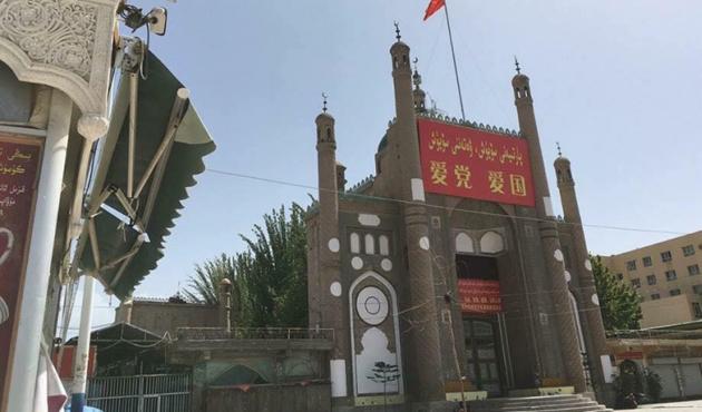 Doğu Türkistan'da camilerde Çin marşı okunuyor