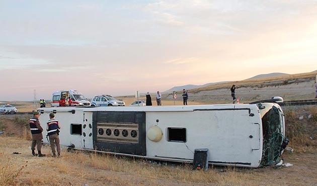 Kayseri'de şoförü uyuyan otobüs devrildi: 26 yaralı