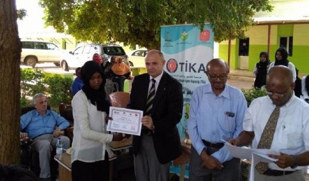 TİKA'dan Sudanlı ebe adaylarına eğitim desteği