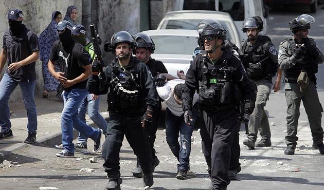 İsrail askerlerinden Yahudi işgalcilere tepki gösteren Filistinlilere saldırı