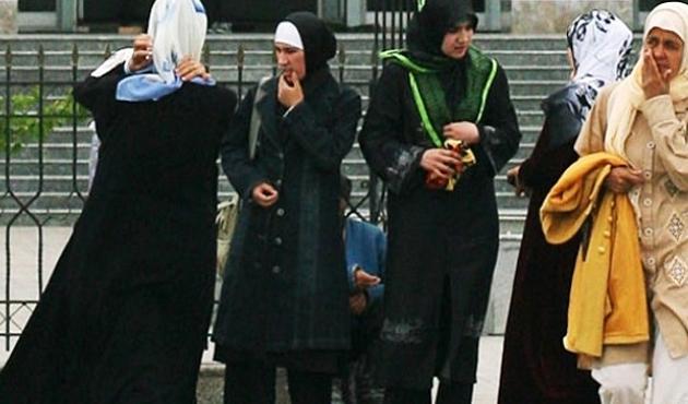 Tacikistan'da başörtüsüne 114 dolar ceza