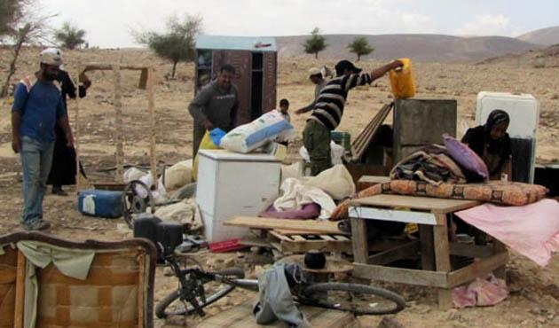 İsrail Filistinlilere ait 3 evi yıktı