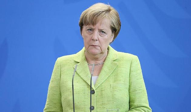 Almanya'da Merkel'in popülaritesi düştü