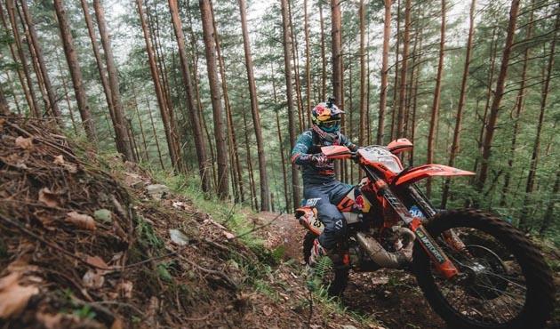 İspanyol motosikletçi Kemer'de gösteri yaptı