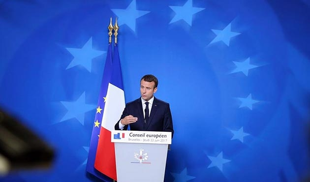 Fransa'da Macron'un popülaritesi azalıyor