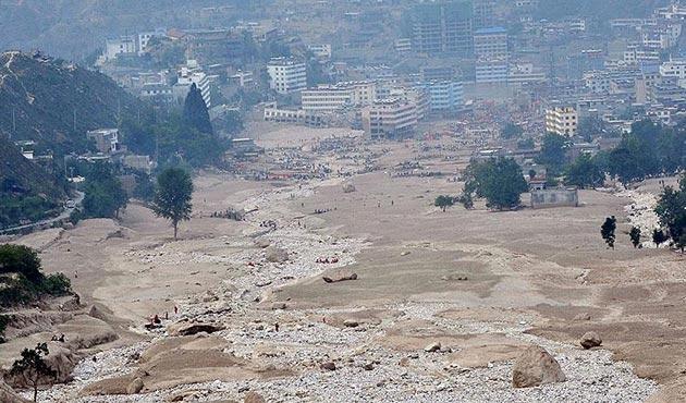 Güney Asya'da meydana gelen sellerde en az 950 ölü