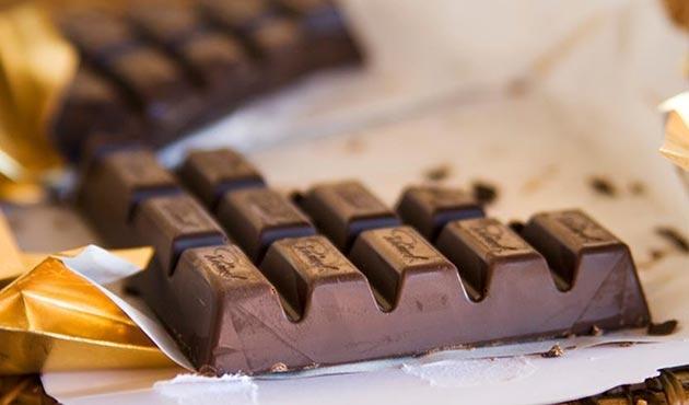 Alman polisi 22 ton çikolatanın peşinde