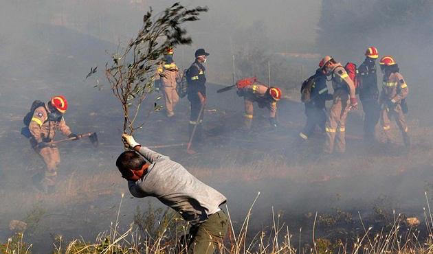 Yunanistan üç gündür yangınlarla boğuşuyor