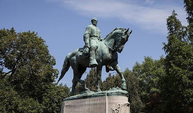Charlottesville, Virginia'dan 'heykeller'i kaldırmak için yetki istedi