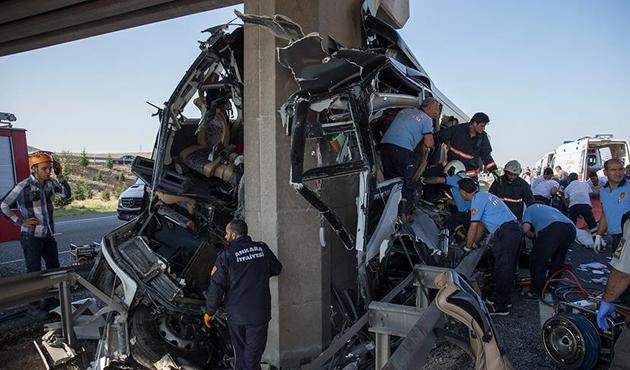 Ankara'da yolcu otobüsü köprü ayağına çarptı: 6 ölü