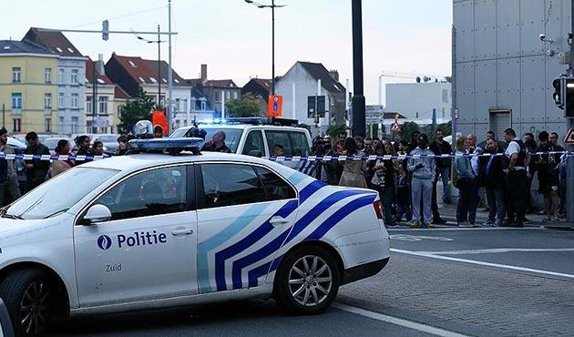 Brüksel'de askerlere palalı saldırı
