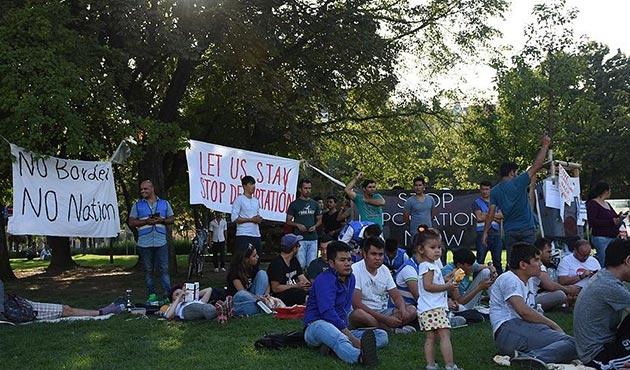 Viyana'da Afgan sığınmacılardan oturma eylemi   FOTO