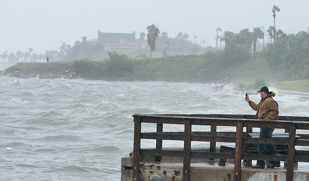 Harvey Kasırgası'nın yol açtığı seller Houston'a ulaştı