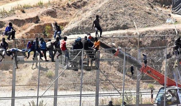 Fas-İspanya sınırında izdiham