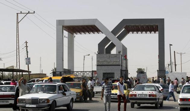Refah Sınır Kapısı'ndan geçişler devam ediyor