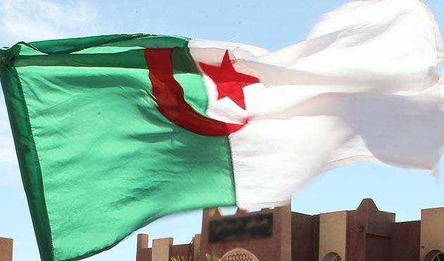 Cezayir'den Yemen eski Cumhurbaşkanı Salih'in öldürülmesine tepki