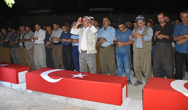PKK'nın katlettiği 3 işçinin cenazeleri defnedildi