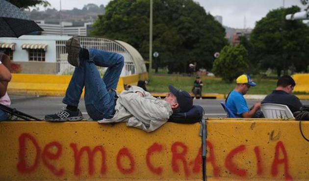 BM'den Venezuela'ya demokrasi uyarısı