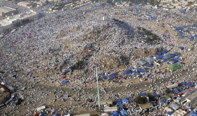Hacı adayları Arafat yolunda