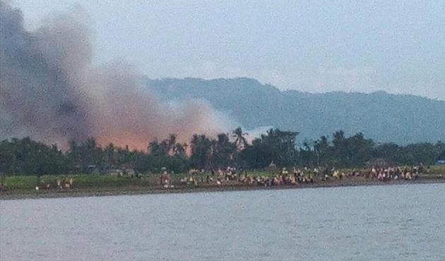 Arakan'da son durum; 32 köy yakıldı