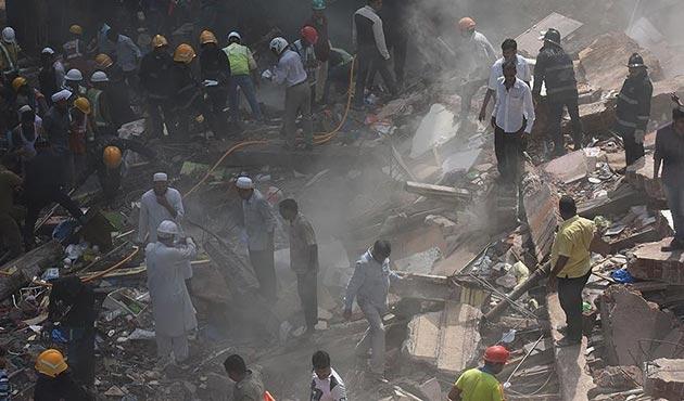 Hindistan'da 5 katlı bina çöktü: 16 ölü