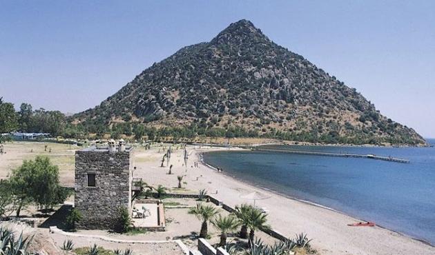 Aspat Tepesi'nde mahsur kalan üç kişiyi AKUT kurtardı