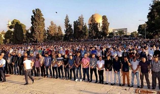 On binler Mescid-i Aksa'ya aktı