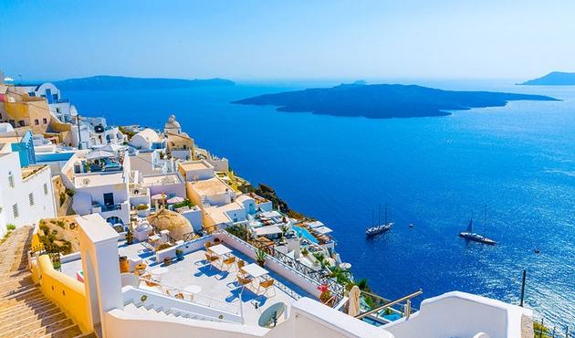 Santorini halkı turist sayısına sınırlama istiyor