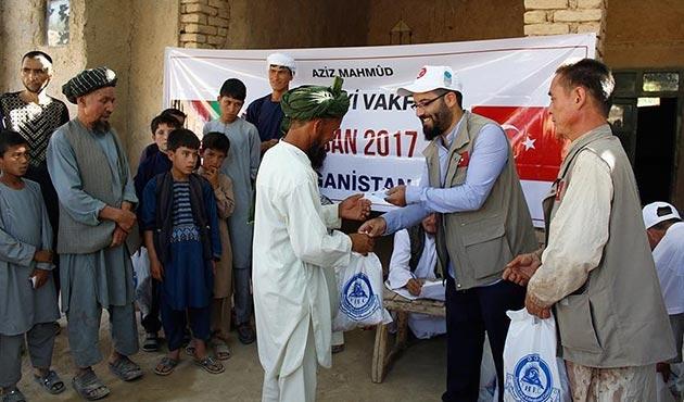 Aziz Mahmud Hüdayi Vakfından Afganistan'da kurban eti dağıtımı