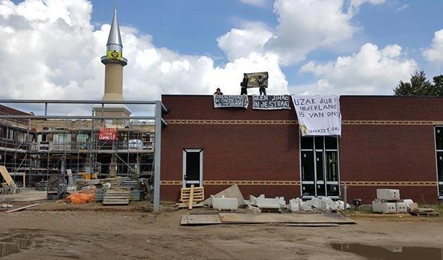 Hollanda'da inşası süren camiye küstah saldırı