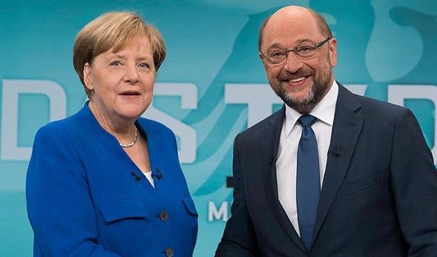 Merkel ile Schulz arasında Türkiye karşıtı skandal düello