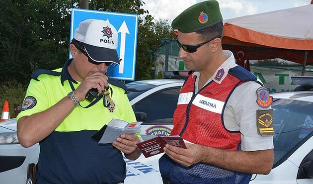 Trafik denetimlerinde 15 bin 738 sürücüye ceza kesildi