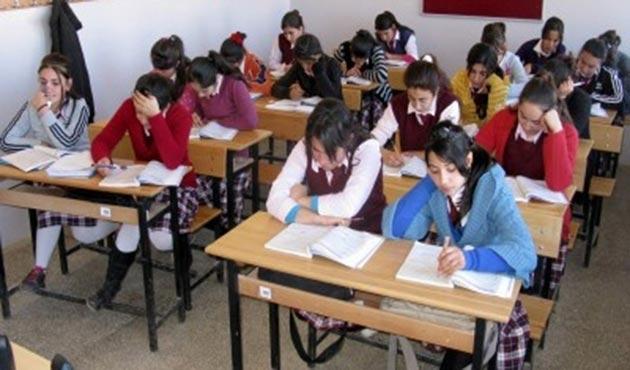 Kosova'da ders zili 'sıkıntılı' çaldı