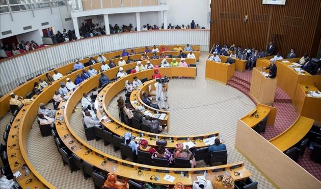 Senegal'de tartışmalı seçim yasası geri çekildi