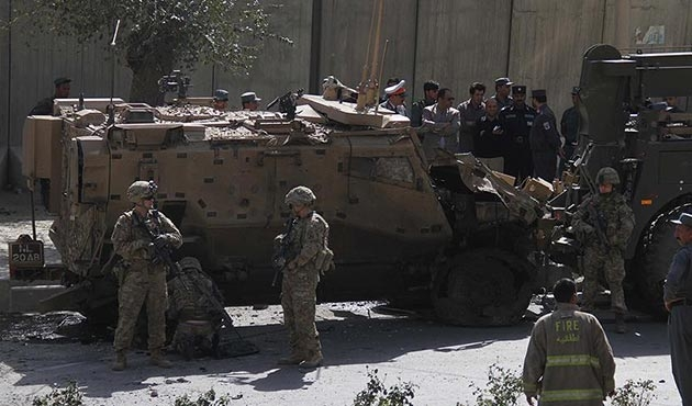Afganistan'da NATO konvoyuna bombalı araçla saldırı