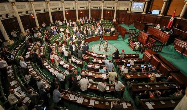 Tunus'ta tartışmalı 'idari barış yasası' kabul edildi