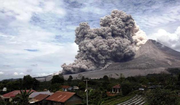 Bali adasında yanardağ alarmı