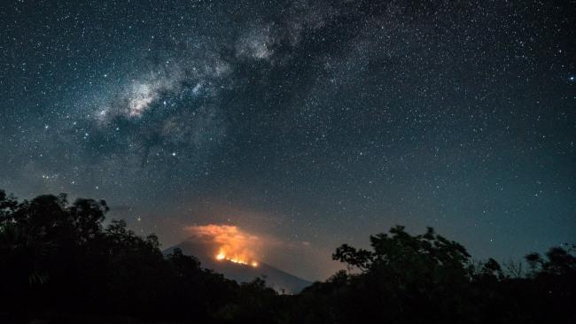 Bali'de 34 bin kişiye yanardağ tahliyesi