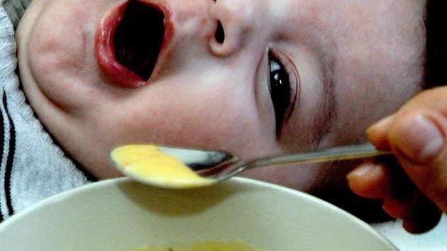 Fransa'da 'bakterili bebek maması' paniği