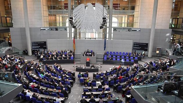 Alman meclisinde 'AfD'nin yanına kim oturacak' tartışması