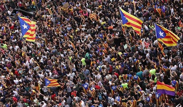 Bağımsızlık girişimi Katalonya'ya pahalıya patladı
